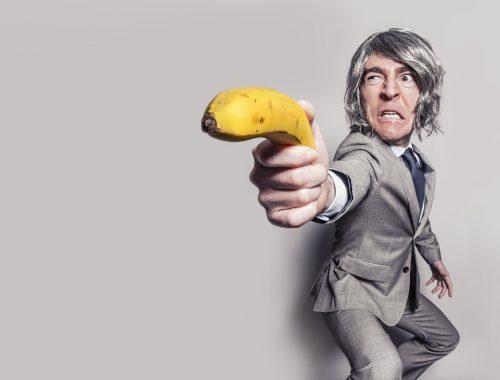 człowiek z bananem